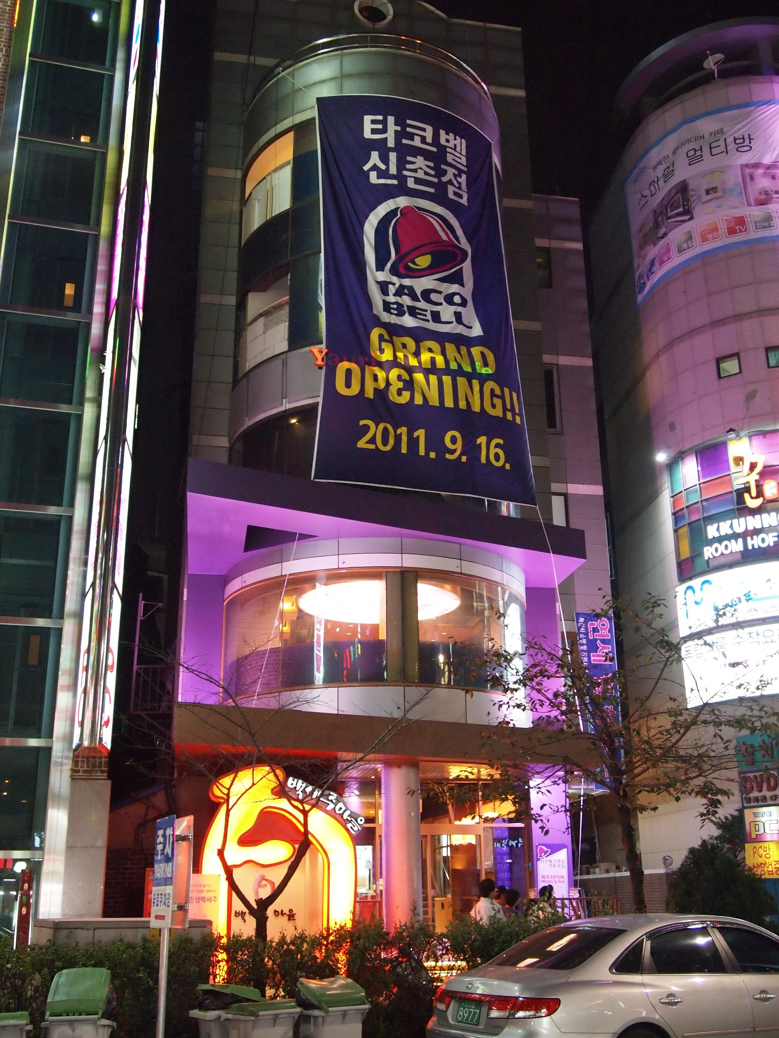 Carlos Eats Seoul: Taco Bell (타코벨) Grand Opening in Sinchon 09/16/11